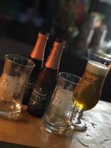 Bières blondes et brunes en bouteilles, Brue-Auriac